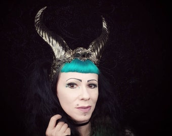 "Horns headpiece ""Demon Queen"" with resin skull, demonqueen queen,horns headdress, in different colors/Made to Order"