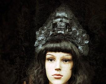 """Kokoshnik """"silver skull"""" with a big resin skull/skull headpiece in silver black, Ready to ship"""