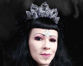 "Headpiece ""Witchy Raven crown-amethyst"" with real crystals, Ravenskulls, raven crown with real crystals etc. Resin Rabenschädel/MADE TO ORDER"