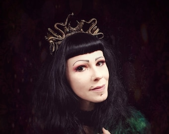 Medusa crystal crown Headpiece in black gold,  Schlangen Kristal Krone, Kopfschmuck in schwarz gold /MADE TO ORDER