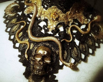 "Collar ""Godess of the Snakes,"" Medusa collar with skull, snakes and pearls, hand bemalt/MADE TO ORDER"