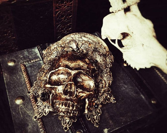 """Shoulderarmor """"King of skull"""" metal epaulettes, metal shoulder pieces with skull, different colors/ Made to Order"""