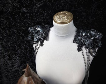 Roses Skull Epaulettes with bead chains, shoulder particles with skull and pearl chains/ MADE TO ORDER (different colors)
