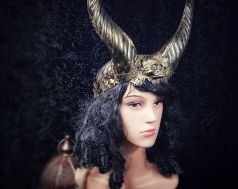 """Horns headpiece """"Demon Queen"""" with resin skull, demonqueen queen,horns headdress, in different colors/Made to Order"""