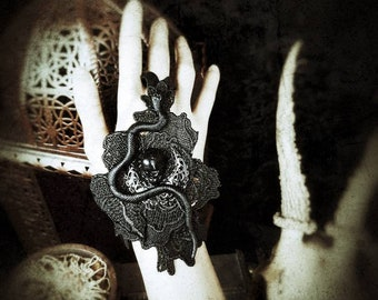 "Deep black ""Touch of Snake"" Zier glove in lace with 1 snake, skull and metal moon, in black/fingerless glove"