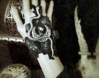 """Silver black Zier glove """"Touch of Snake"""" from lace with 1 snake, skull and metal moon, in black silver-/fingerless Fantasy Glove"""