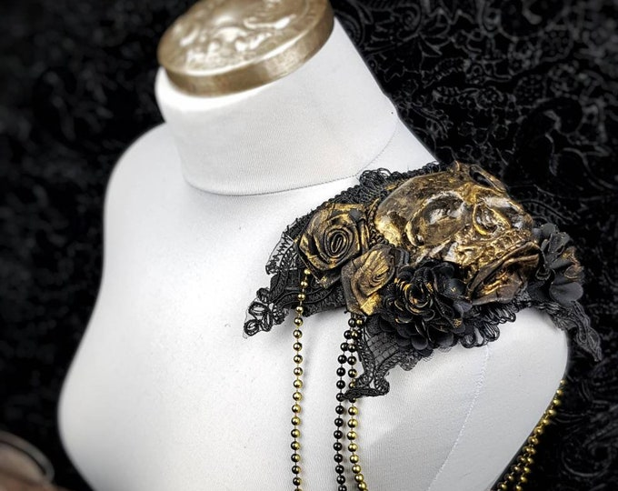 Roses Skull Epaulettes, Epaulettes, with bead chains, shoulder particles with skulls and pearl necklaces, gothic, medusa / MADE TO ORDER