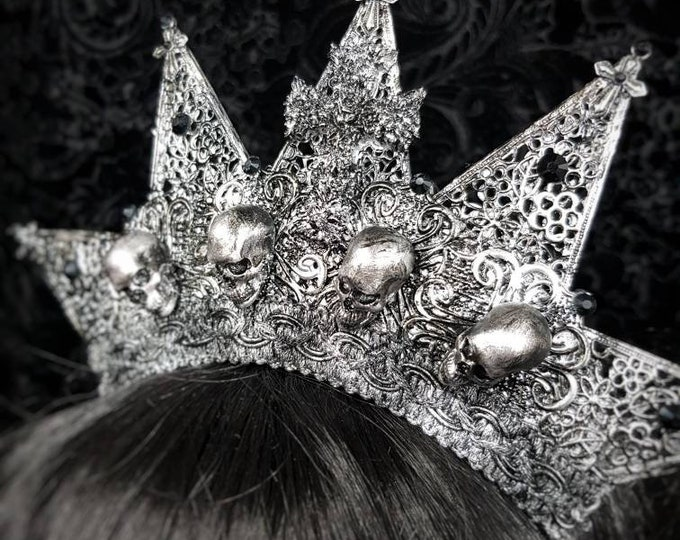 "Crown ""Starry skulls"" cross, skulls & filigree ornaments"