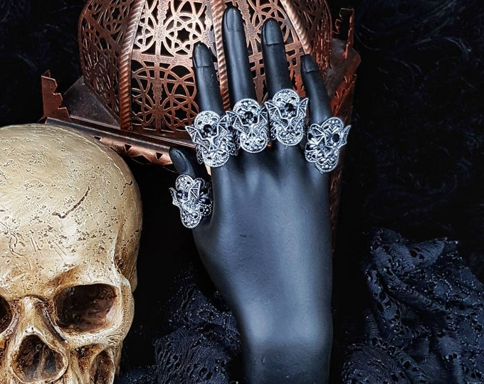 Vampire Finger rings, finger claws, 5 pieces, Fingerringe, Fingerclaws, gothic headpiece, goth crown, medusa costume/ Made to order