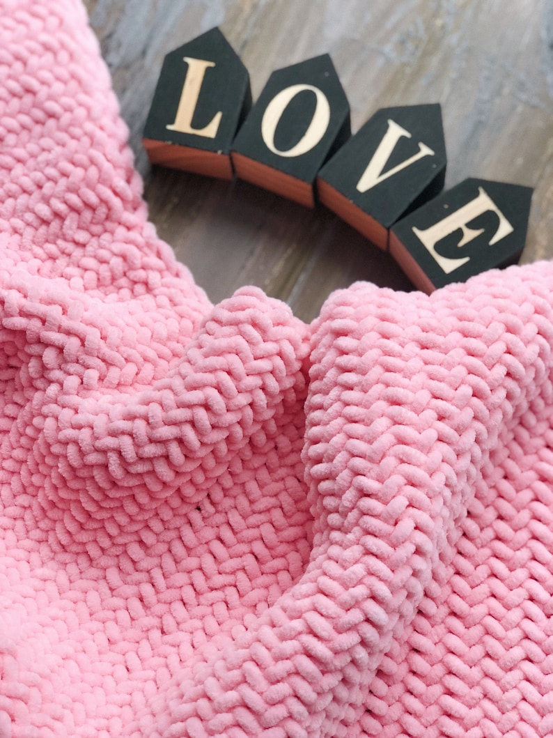 Pregnancy gift pink baby girl blanket set Hand knit soft newborn cover Stroller bedding wrap Best new parents present Expecting mommy reveal