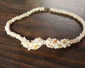 Vintage Shell Necklace Curved Shell Center Flat