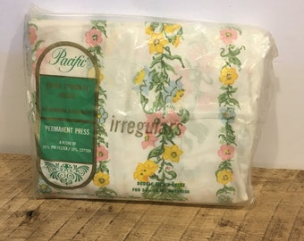Vintage sheet, fitted sheet, double, pacific, muslin, unopened, decor, flowers, country, cottage, material, quilt piece, yellow, pink, 50/50