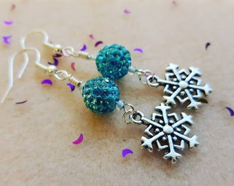 Blue sparkly snowflake earrings, winter jewelry, gift for her, wife, girlfriend, sister, daughter. Party jewellery, Christmas, Xmas.
