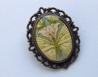 Brooch RESINED printed butterfly.