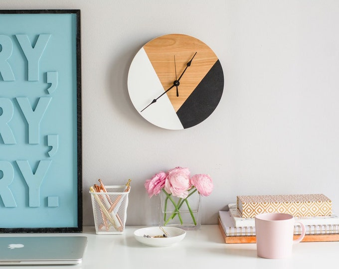Geometric Inspired Circular Clock