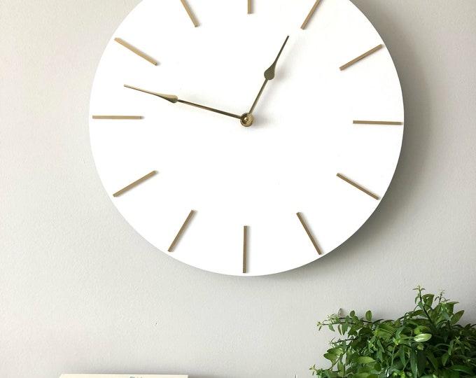 "18"" Wooden Clock"