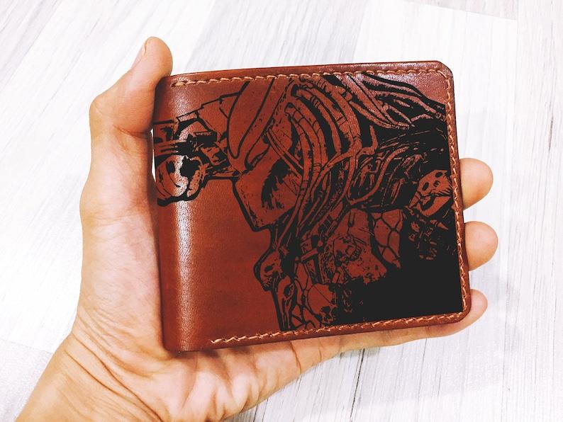 Personalized Predator Aliens movie mens wallet,leather handmade  gift,fathers,boyfriend husband anniversary birthday,bifold minimalist wallet