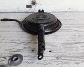 Antique 1908 Griswold Cast Iron Low Base Waffle Iron 8-127-C