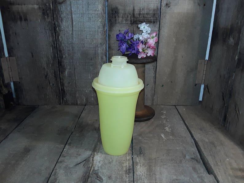 Vintage Tupperware Yellow Quick Shake Shaker Blender #844-4 w Insert