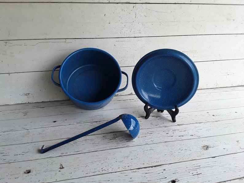 Blue /& White Specked Stock Pot with Ladle and Original Lid