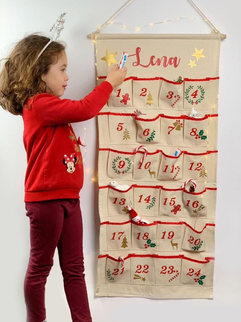 Beau calendrier de l'Avent pour bébé en tissu personnalisé | A découvrir sur le blog : keepcoolnewmom.com