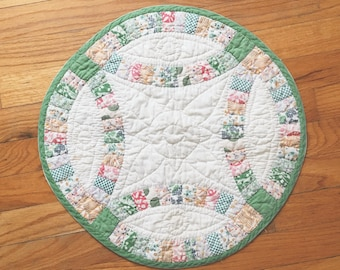 Vintage 1970s floral fabric wedding ring pattern table mat