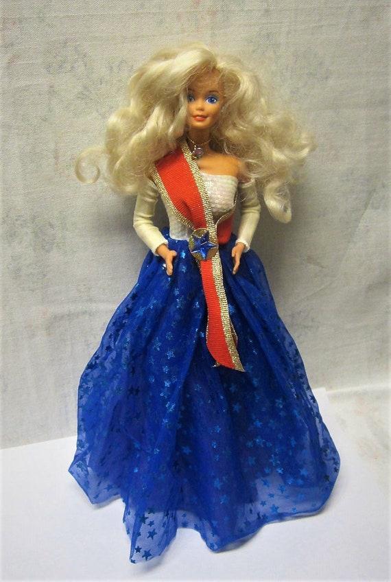 barbie in blauem samt ballkleid
