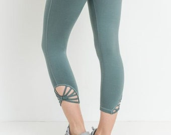 JP Activewear Fan Capri Leggings