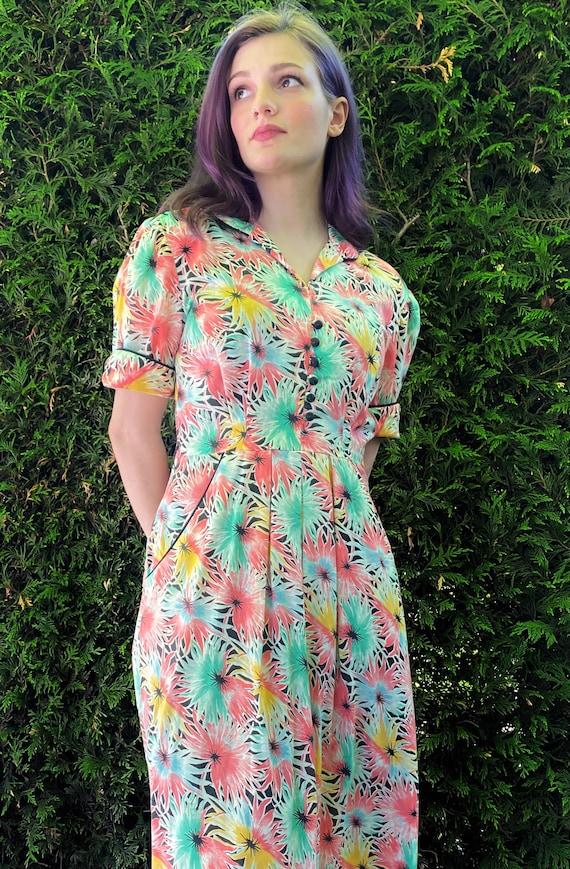 1940s Dress / Starburst Floral Print Dress / Pocke