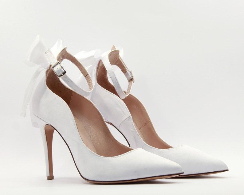 856823518804 White bridal shoes White wedding shoes Wedding Pumps Bows