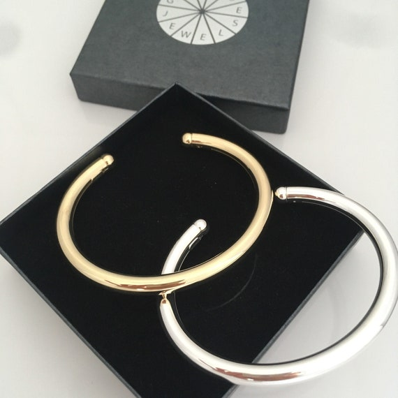 bangle with different plating oval shaped Handmade in Germany Round silver bracelet Classique 6 mm diameter elegant and can be opened