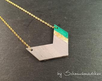 Necklace gold arrow pendant
