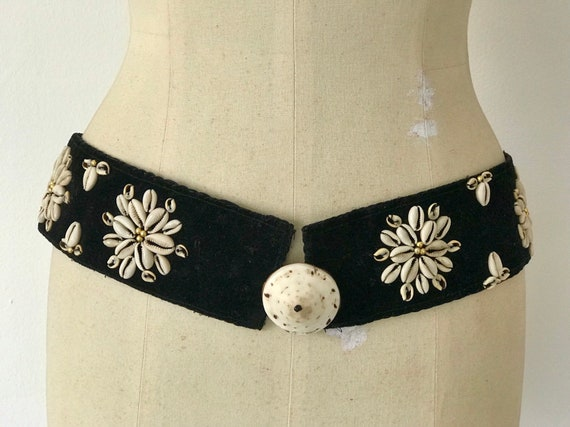 Vintage 20s Art Deco Belt Black Velvet Gold Glass Beads Tiger Cowrie Shells Exquisite