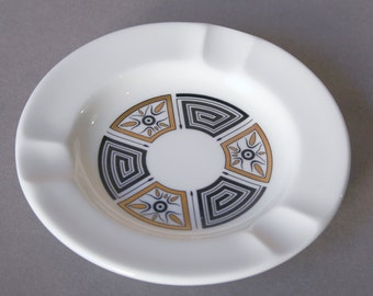 Wedgewood Asia pattern ashtray mid century