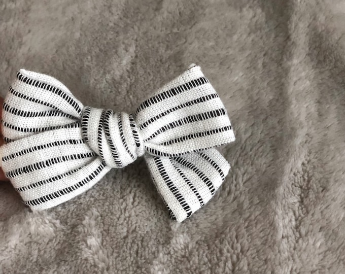 Dandelion>> BLACK STRIPES // striped hair bows // summer hair bows //  school girl bows // hand tied hair bows