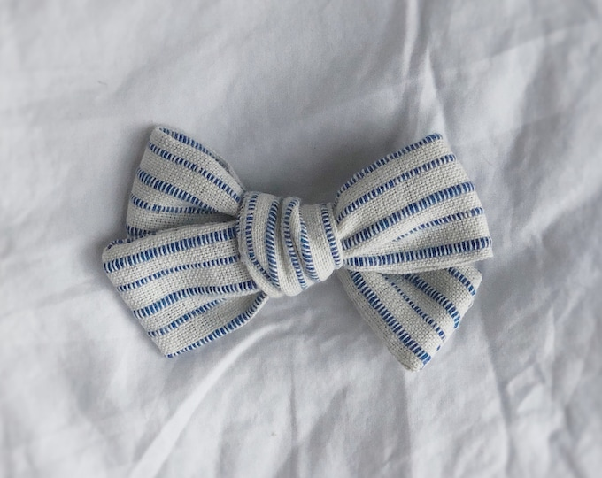 Dandelion>> LIGHT BLUE STRIPES // striped hair bows // summer hair bows //  school girl bows // hand tied hair bows