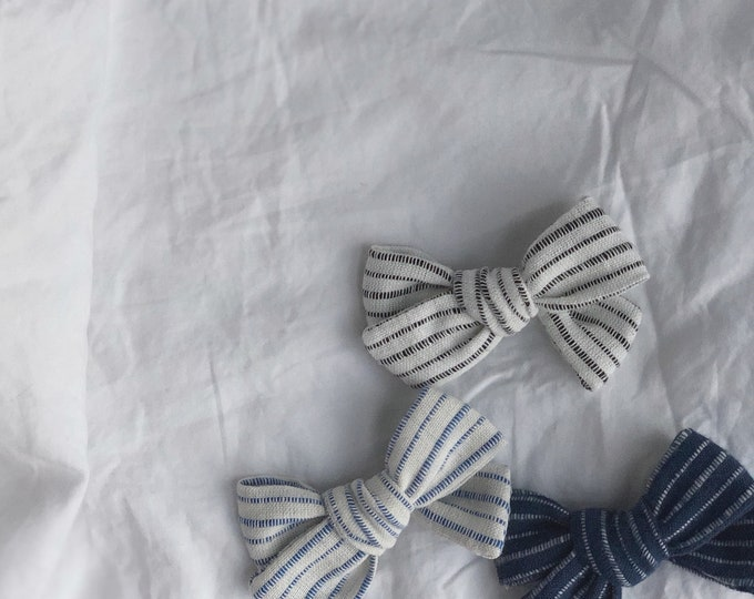 Dandelion>> NAVY&WHITE STRIPES // striped hair bows // summer hair bows //  school girl bows // hand tied hair bows