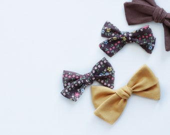VINTAGE>> brown multi color flower hand tied fabric bow // vintage hair bows // floral print hair bow // newborn headbands