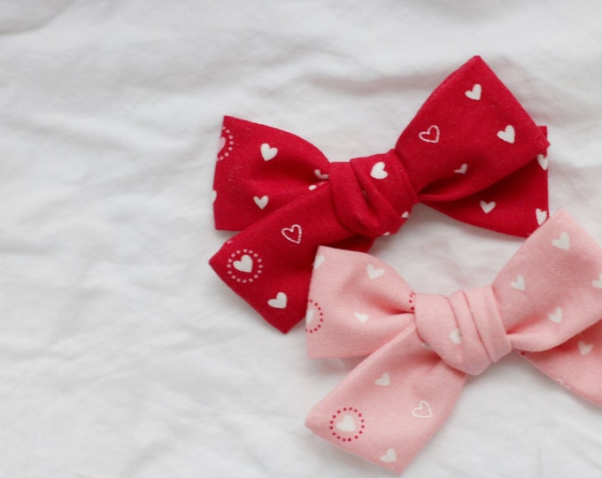 Dandelion>> heart print fabric bow / heart printed bow // valentine's day // red hair bow // pink hair bow
