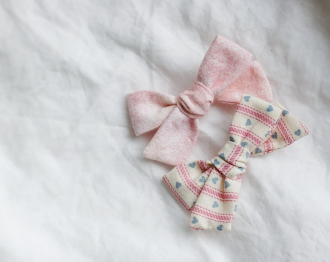 Dandelion>> vintage fabric upcycled // vintage hair bow // upcycled hair bow // vintage style // valentine's day bow