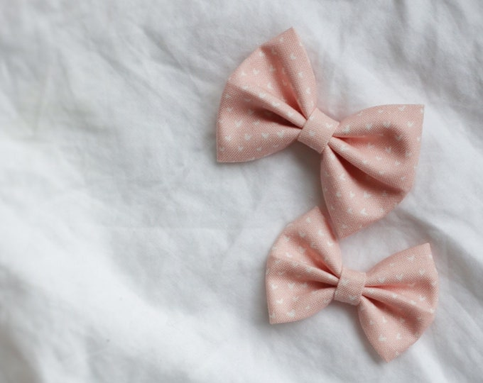 Daffodil>> heart print fabric bow / heart printed bow // valentine's day // pink hair bow