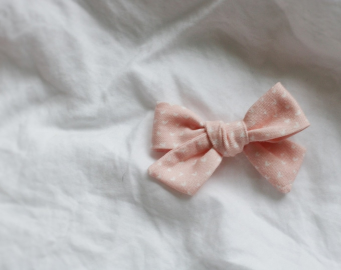 Dandelion>> heart print fabric bow / heart printed bow // valentine's day // pink hair bow