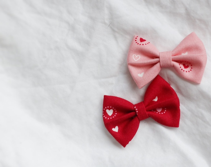 Daffodil>> heart print fabric bow // heart printed bow // valentine's day // red hair bow // pink hair bow