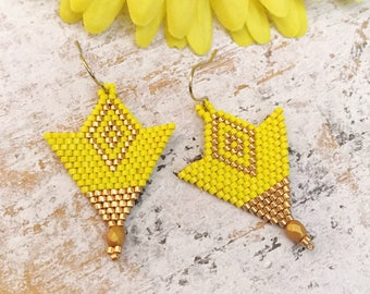 Yellow earrings, beaded earrings, Yelow small earrings,Geometric earrings,triangle earrings,Diamond,gift for her,nickel free,Spring jewelry