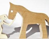 une femme un cheval ; sculpture bois chantourné