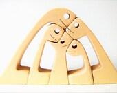 une famille un chien ; sculpture bois chantourné