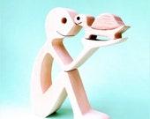un homme une tortue; sculpture bois