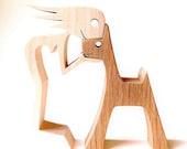 une femme et son chien sculpture bois chantournée