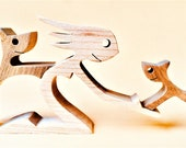 une femme un chien un chat ; sculpture bois