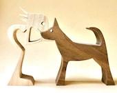 une femme un berger allemand ; sculpture bois